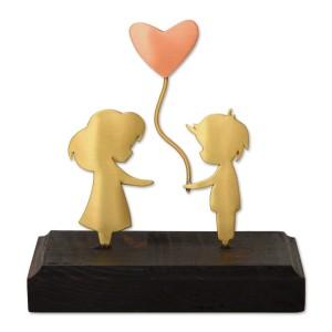 Ζευγάρι με μπαλόνι καρδιά σε ξύλινη βάση Επιτραπέζια Διακοσμητικά Διακοσμητικα - papadopoulis.gr
